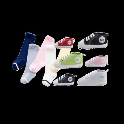 Favvo socksbox baby sockor paket med converse babyskor